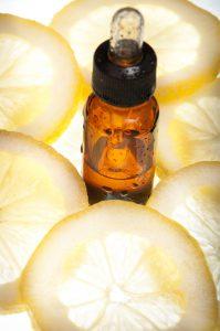 Vitamin C Serum für eine schöne Haut. Strahlende Haut durch Vitamin-C-Serum.